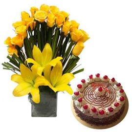 Send Online Butter Scotch Cake n Yellow flowers in Vase