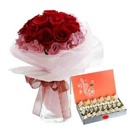 buy Online mix flower in Vase n Assorted kaju Sweets