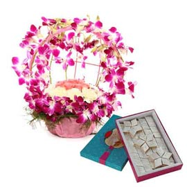 Send Online mix flowers round Basket n kaju katli