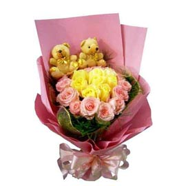 gift Online Teddy n flowers arranged in paper Bunch