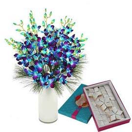 Send Online kaju-katli n orchids in Vase Delivery