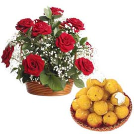 same day Online 1 Kg moti choor laddu n roses combo