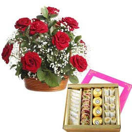 same day Online Half Kg mix kaju Sweets n Red roses