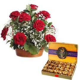 same day Online 1 Kg pinni n Red roses Basket combo