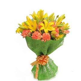 Send lilies & carnations jute Bunch Midnight Delivery