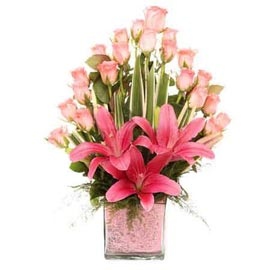 Send 3 Pink lilies n 20 Pink roses glass Vase Urgent Delivery
