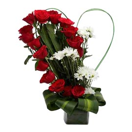 buy Red roses n White carnations Basket Midnight Delivery