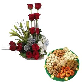 midnight Online Red roses Basket n Half Kg dry Fruits thali