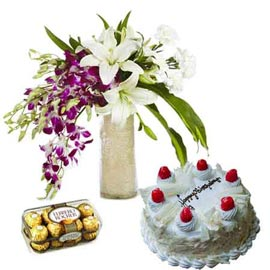 buy Online Fresh flowers in Vase, Chocolates n White Forest Cake